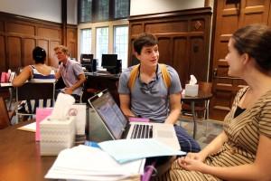 Consultations in progress at the Vanderbilt Writing Studio. (Steve Green / Vanderbilt University)