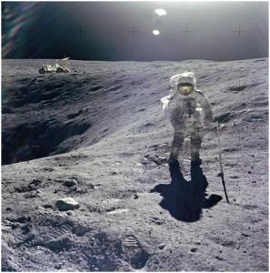astronaut_on_moon_lunar_rover